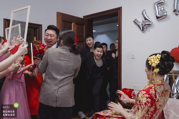 China wedding photography from a Fujian Home as They are playing door games to get the bride