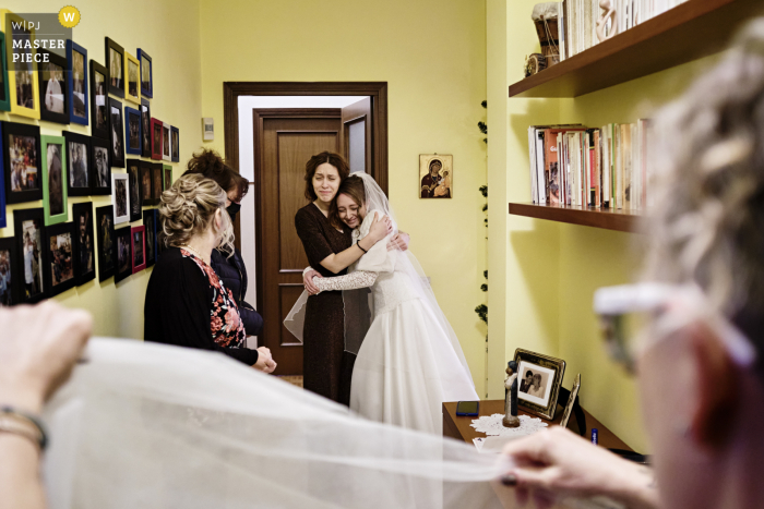 Legnano, Italy wedding photography of the Getting ready at home