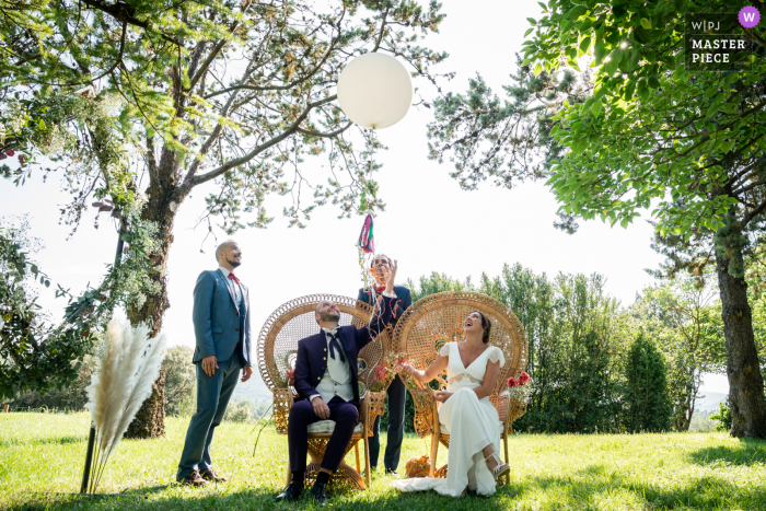 Mas Saint Germain best wedding photography from France showing a pic outdoors of the bride and groom releasing a balloon with messages