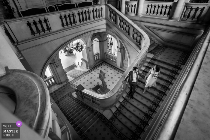 A top wedding photographer in Mairie de Neuilly-sur-Seine captured this picture ofthe Bride and groom leaving civil ceremony