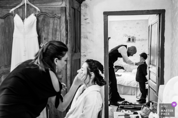 Auvergne-Rhône-Alpes wedding photography showing 2 views of the preparations in BW