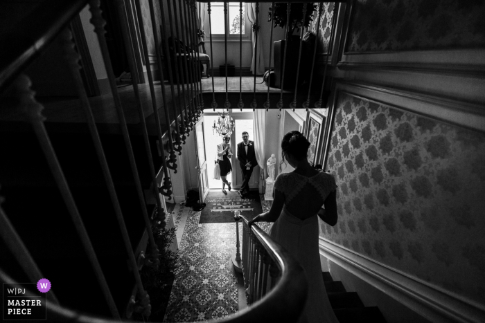 Best wedding photography from Paris showing a pic ofthe Bride coming down the stairs in BW