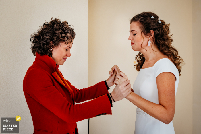 A wedding photographer in Netherlands created this image showing getting ready with sister of the bride