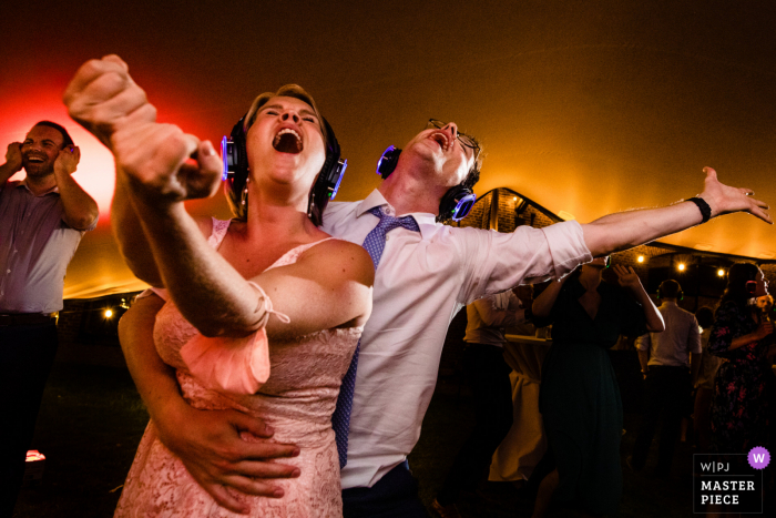 't Goed Indoye outdoor marriage reception party award-winning photo that has recorded a festive party scene. The world's top wedding photographers compete at the WPJA
