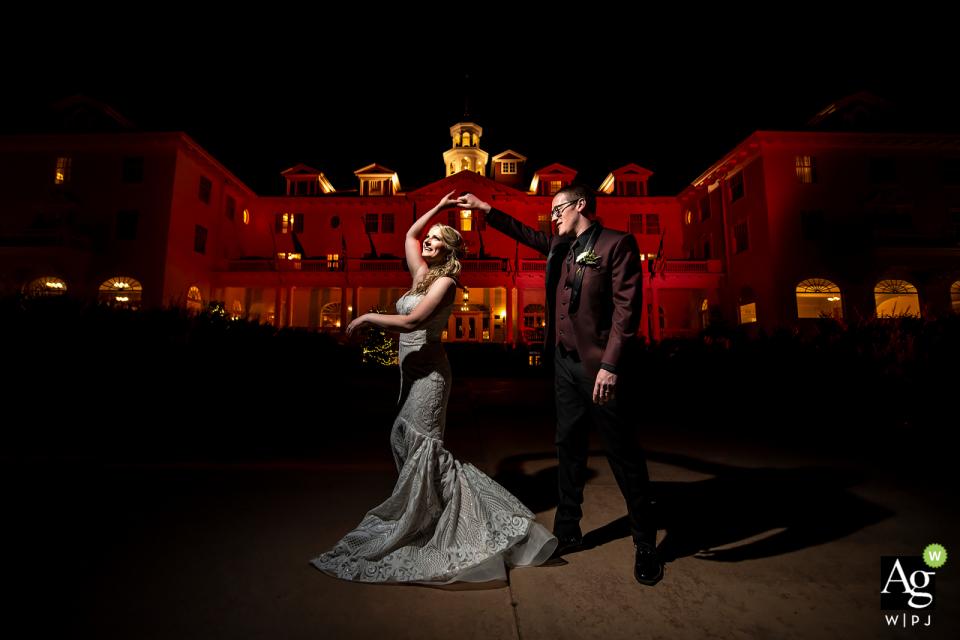 Sposi allo Stanley Hotel - Fotografia del giorno del matrimonio presso la sede