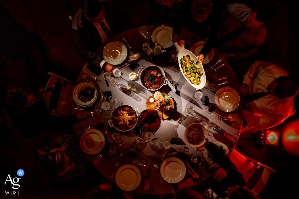 The Torpedo Factory, Alexandria, VA, USA - Eine köstliche Auswahl an peruanischen Gerichten wird im familiären Stil serviert