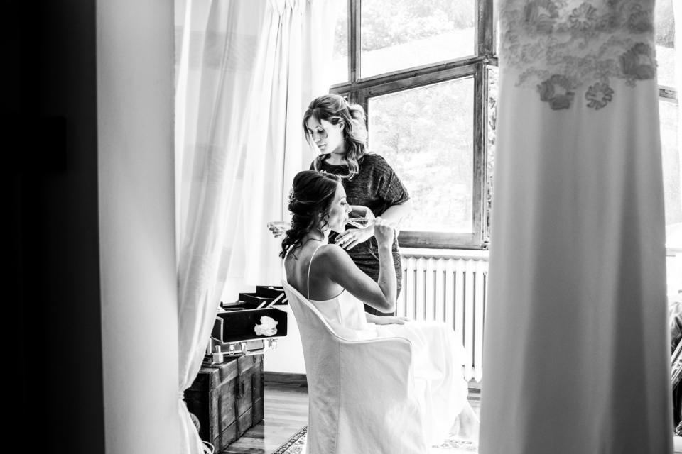 Villa Glicine, Forlì, Forlì-Cesena, Italie photo de mariage de la mariée se prépare avec un coiffeur.
