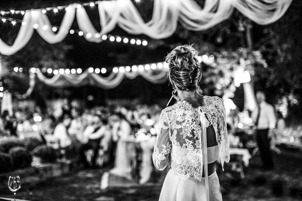 Ca 'Bevilacqua, Forlì-Cesena, Italie - Photo de la mariée dédiant une chanson le jour du mariage