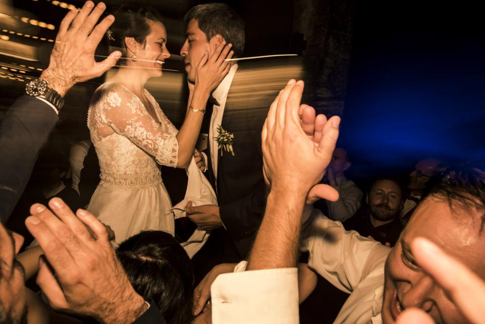 Photo de mariage des mariés à la réception à Arcachon - France