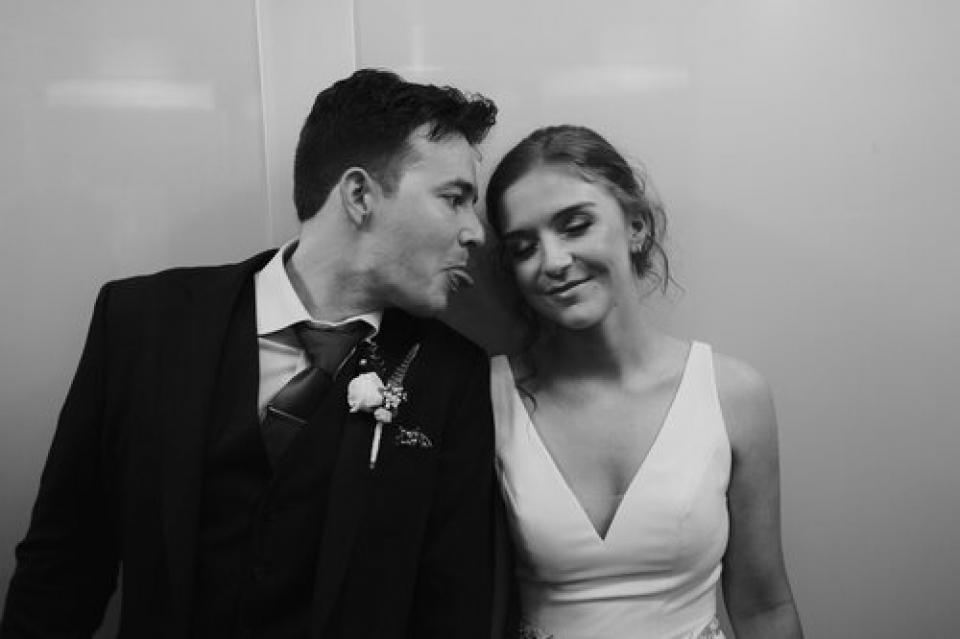 The Century Hall photo de mariage noir et blanc des mariés