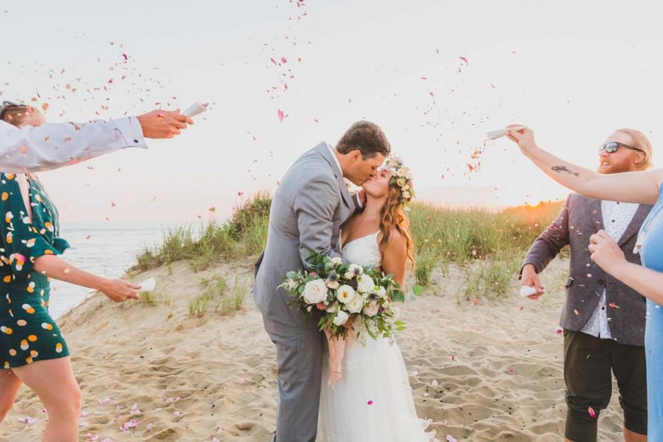 Praia de Madaket, fotografia de casamento em Nantucket à beira-mar, fuga da costa