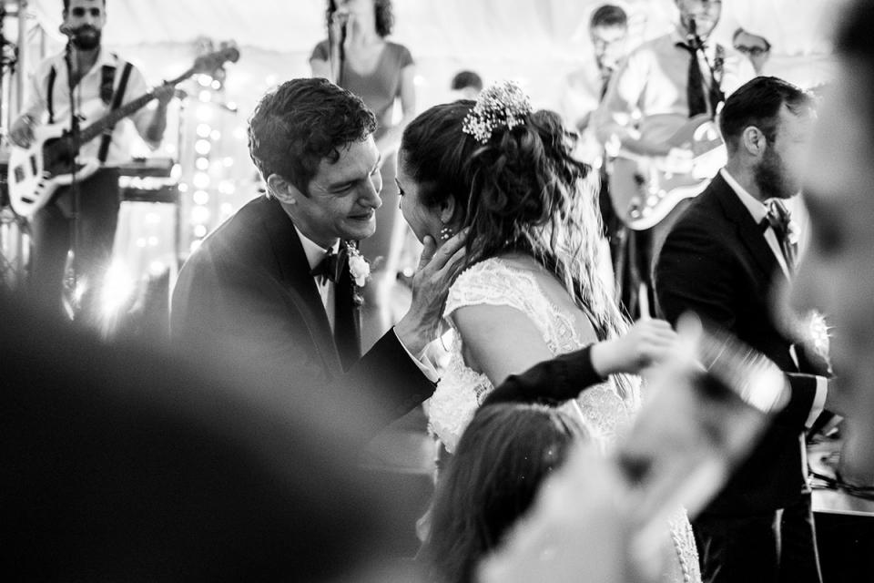 Ontspannen receptie bruiloft reportage fotograaf in Suffolk, Verenigd Koninkrijk