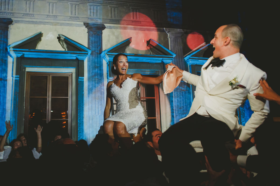 como lake wedding photography of the bride and groom up in chairs above the guests at the Villa Pliniana