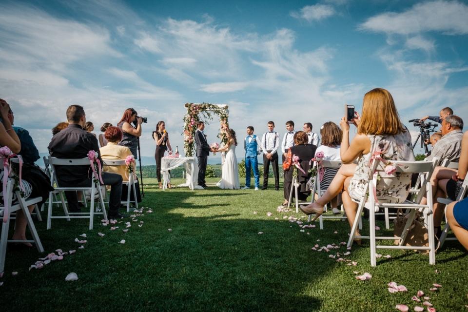 Villa Ekaterina Wedding Photography tijdens buitenceremoniegeloften Vakarel, Sofia, Bulgarije