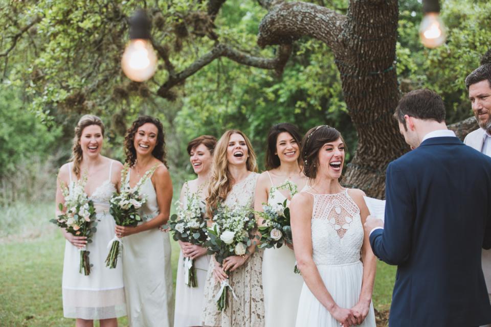 Fotografie der Hochzeitszeremonie im Freien in Austin, Texas bei Rockin 'Y Ranch