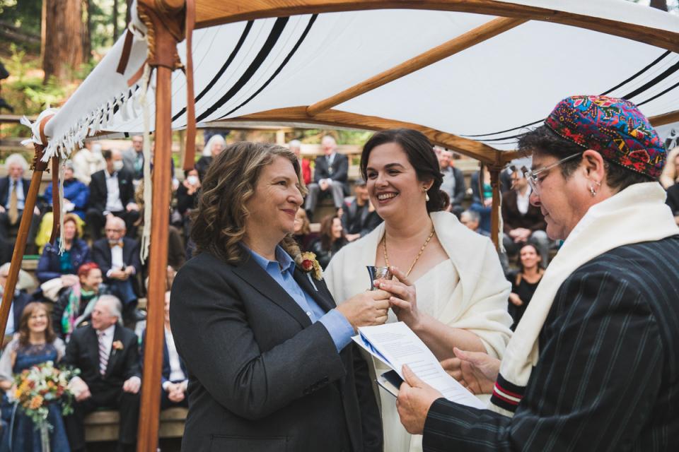 UC Botanical Garden Redwood Wald Hochzeit. Jüdische Hochzeit. Lesbenhochzeit. Berkeley Fotograf Drew Bird.