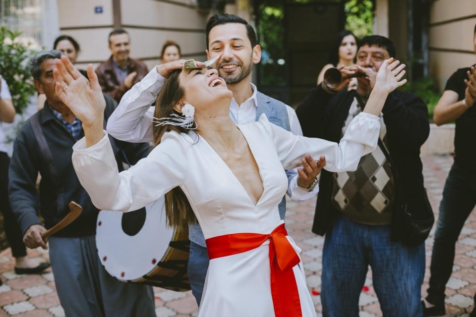 MersinMartı酒店婚禮新娘和新郎笑的新娘圖像