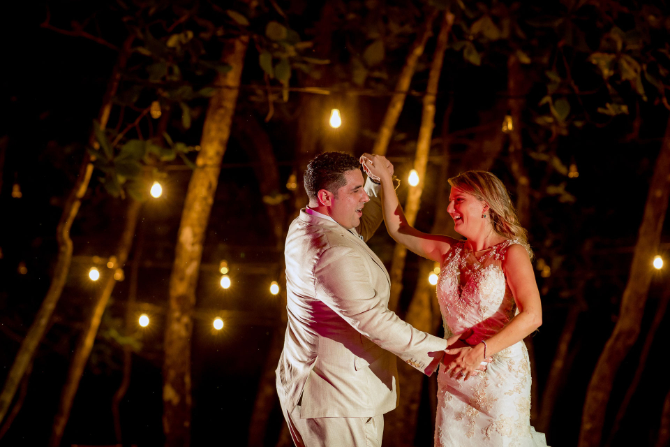 Costa Rica wedding photography at Arenas del Mar Beachfront and Rainforest Resort by Kevin Heslin