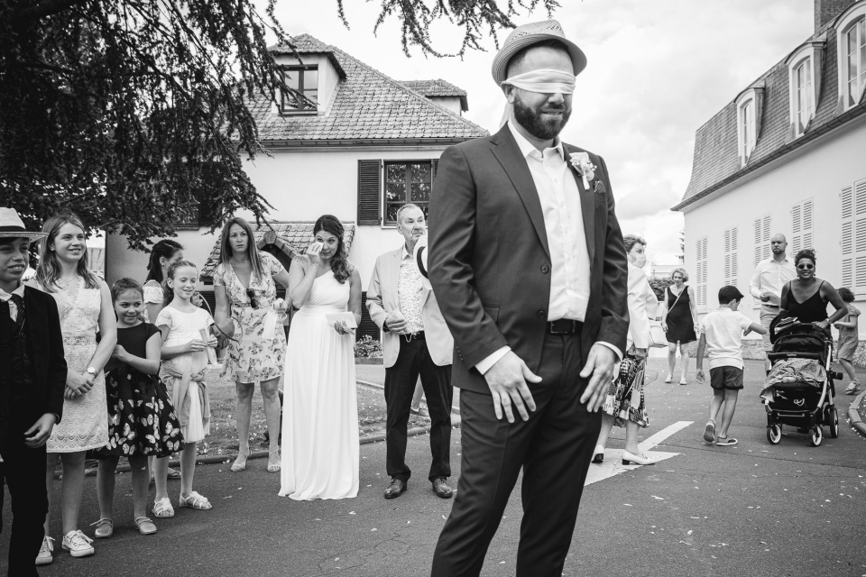 Wedding image from the City Hall of Pontault Combault, France by Simon Cassanas