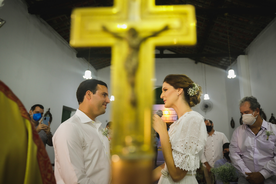 Brazil wedding image with the cross from the Church of Sao Goncalo - Maceio, Alagoas - Elopement Photography by Gustavo Sarmento