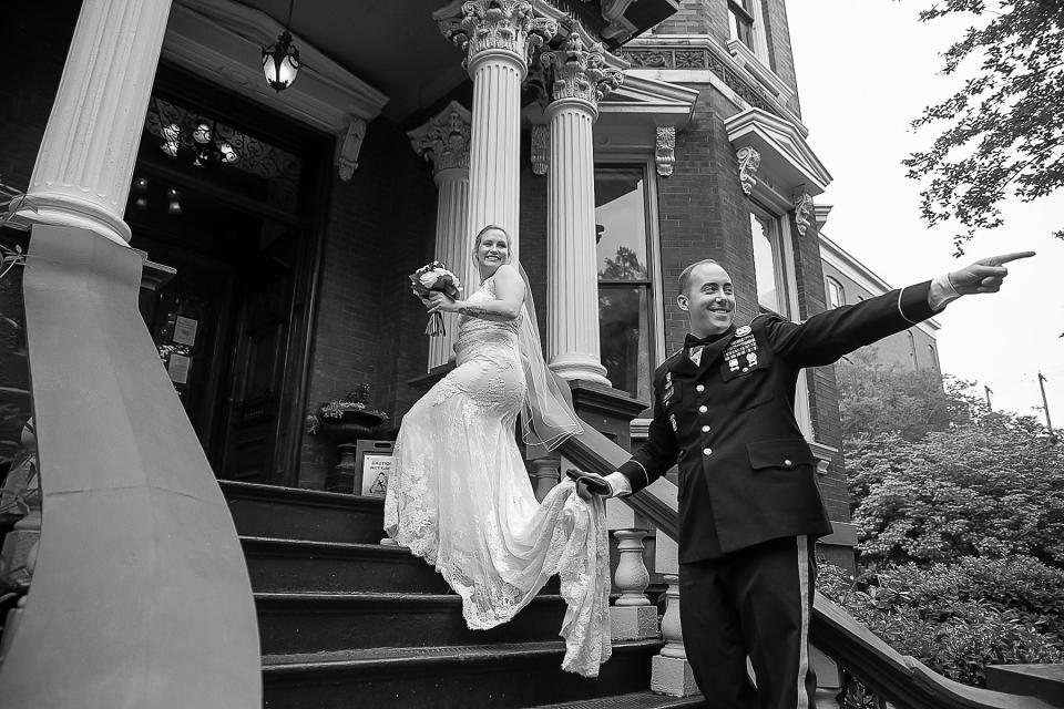 Image de fugue de mariage BW de la maison Kehoe, Savannah, Géorgie - Photographie par Cindy Brown