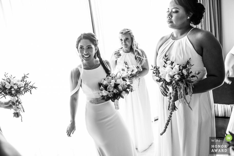 Brautjungfern und Braut bereiten sich für die Hochzeitszeremonie im Playa del Carmen Thompson Resort vor