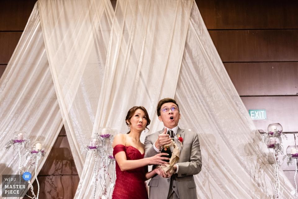 Goodwood Park Hotel, Singapur Hochzeit von Braut und Bräutigam an der Rezeption