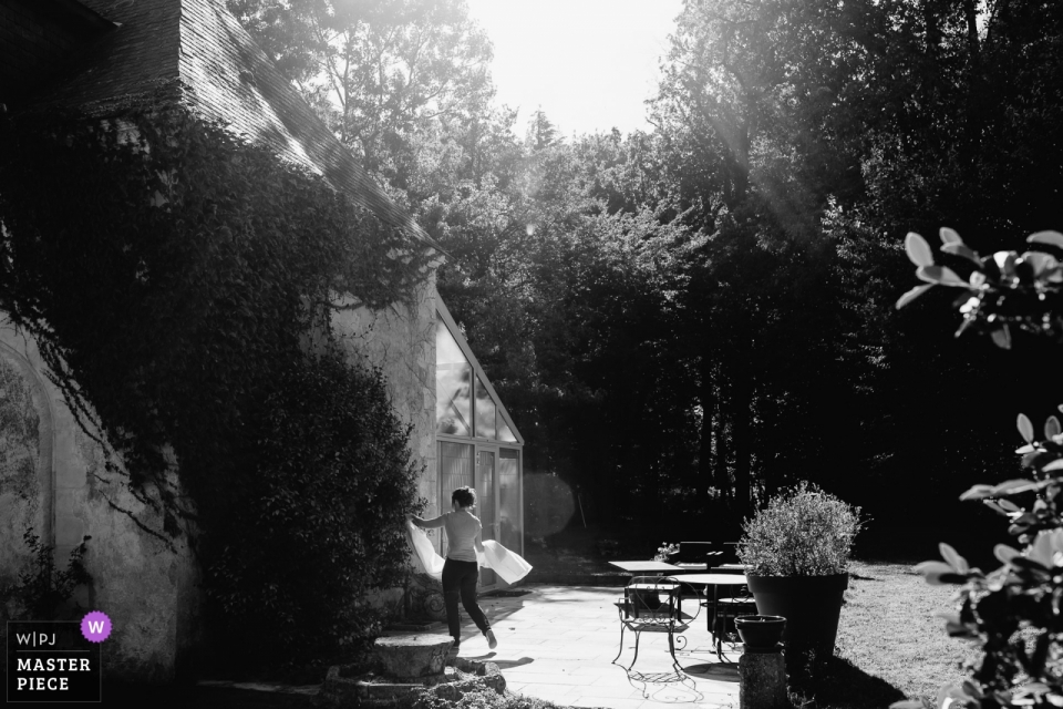 Château de Chambiers b/w wedding image of bride walking in the sun with her gown.