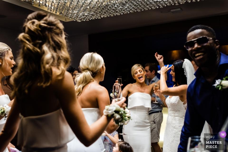Tanzende Braut im One & Only Resort, The Palm Dubai - Hochzeitsfotografie Vereinigte Arabische Emirate