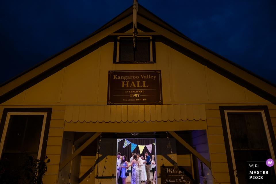 NSW Australia trouwfoto van de vieringen bij Kangaroo Valley Hall