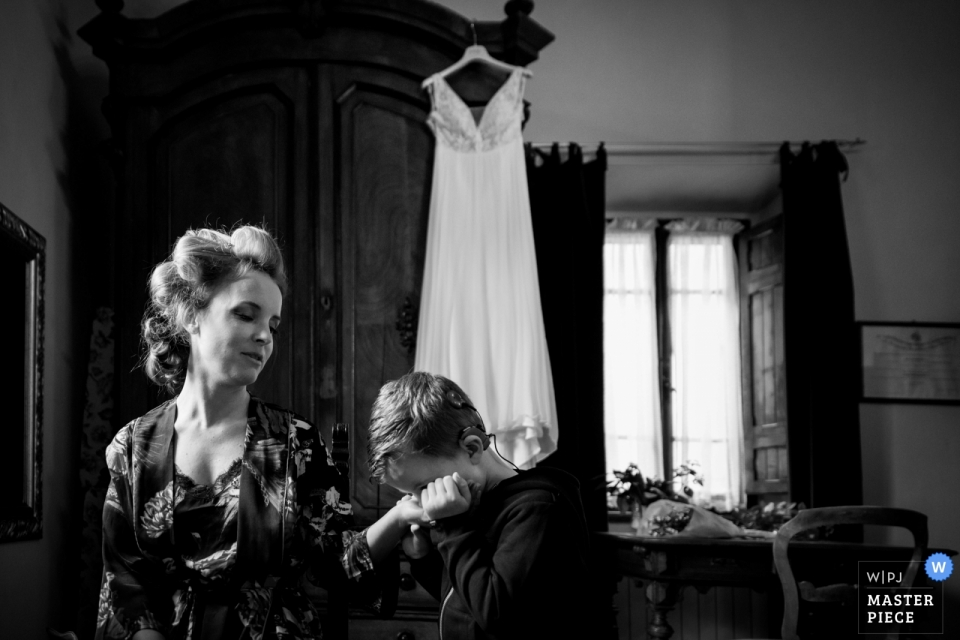 La dogana agriturismo wedding photograph of bride getting ready