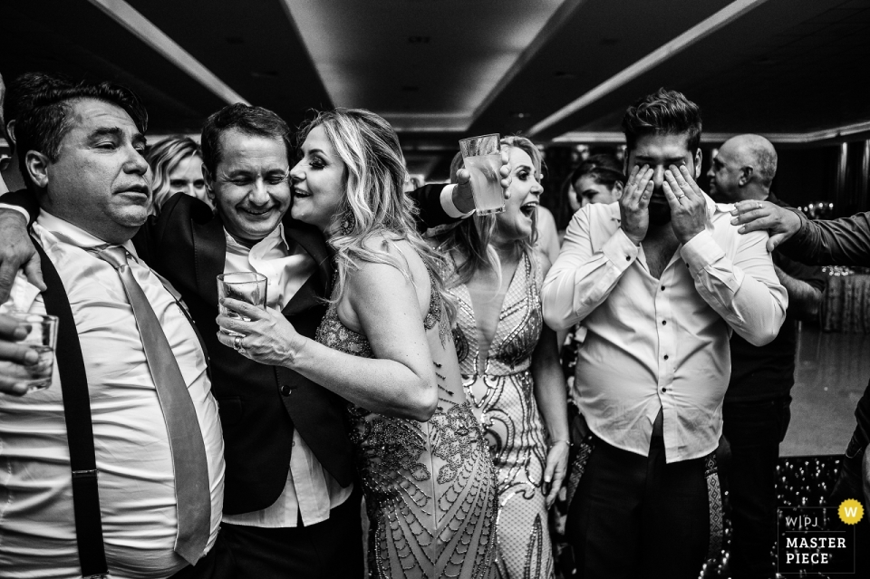Zarzuela - Limeira wedding photographer | everybody crying at the reception party