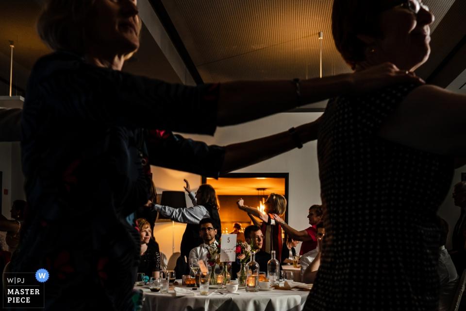 De Barrier Houthalen Photographe De Mariage | Parti ou pas parti ce que vous choisissiez | Réception Danse Image