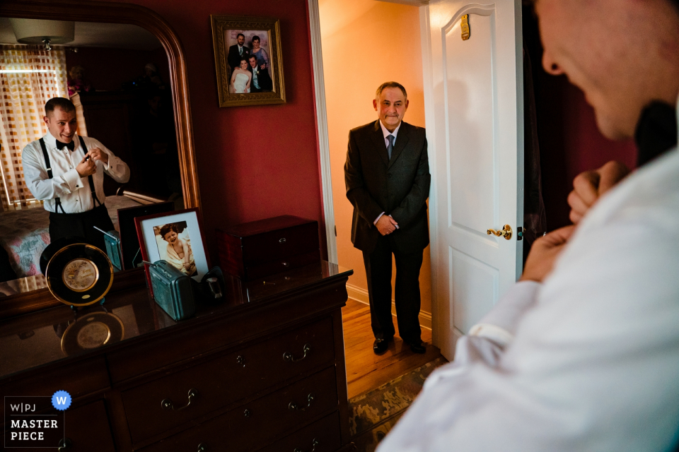 Baku Palace Wedding Photo - Groom gets ready in mirror