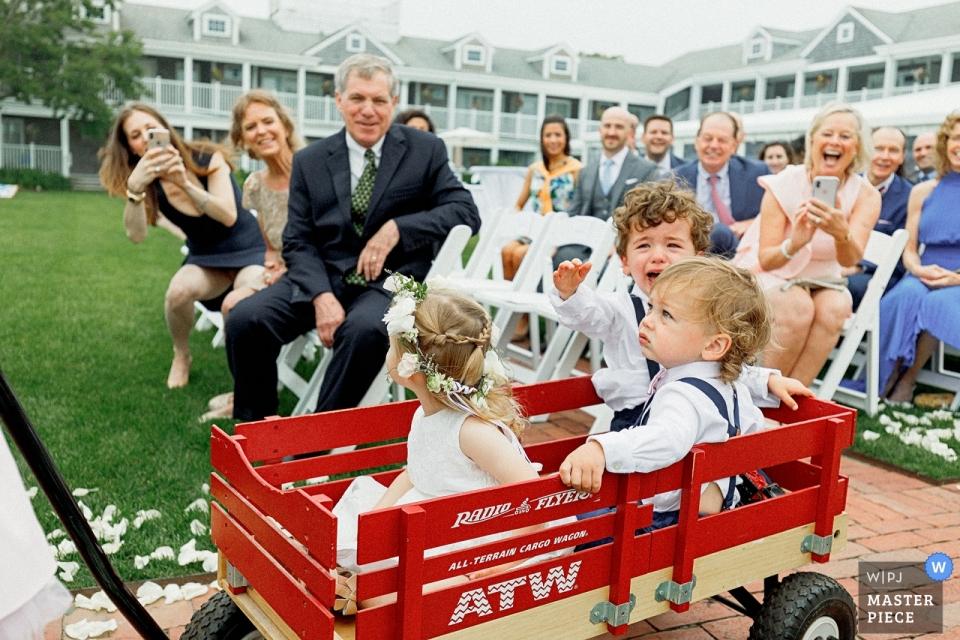 Nantucket, MA White Elephant Weddings - Photographie d'enfants lors de la cérémonie