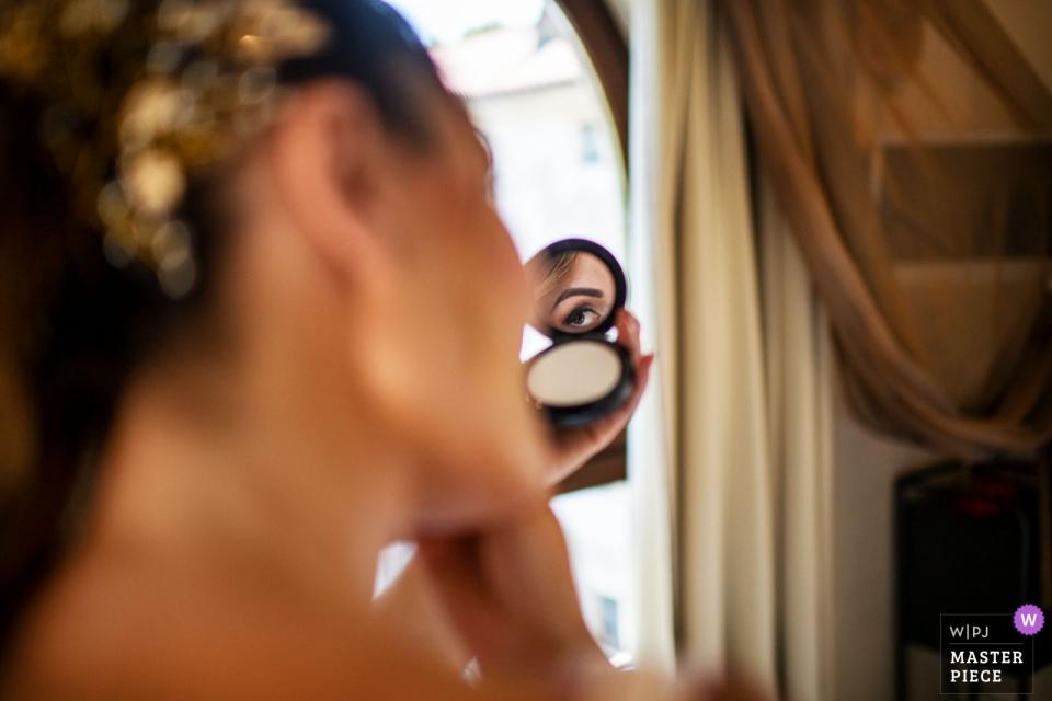 Hotel Spazio Bianco Ivrea / Lokalizacja Prywatne w Ivrea fotografia szczegółów panny młodej przygotowującej się do ślubu