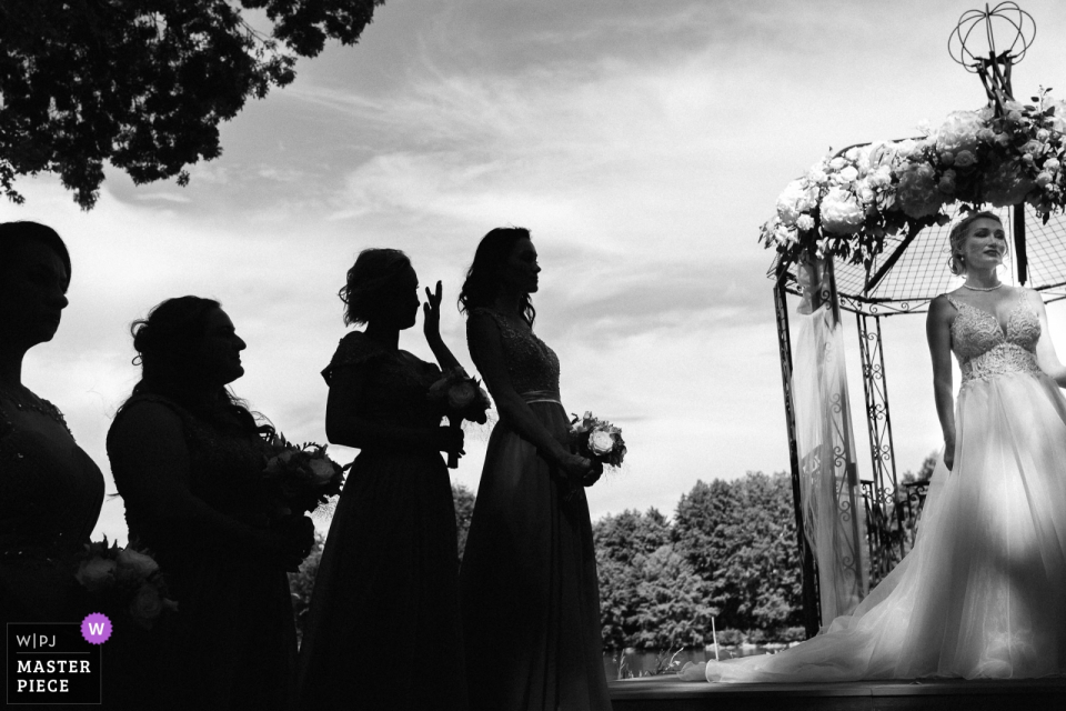 Chateau Allure du lac outdoor wedding photography | Emotional ceremony
