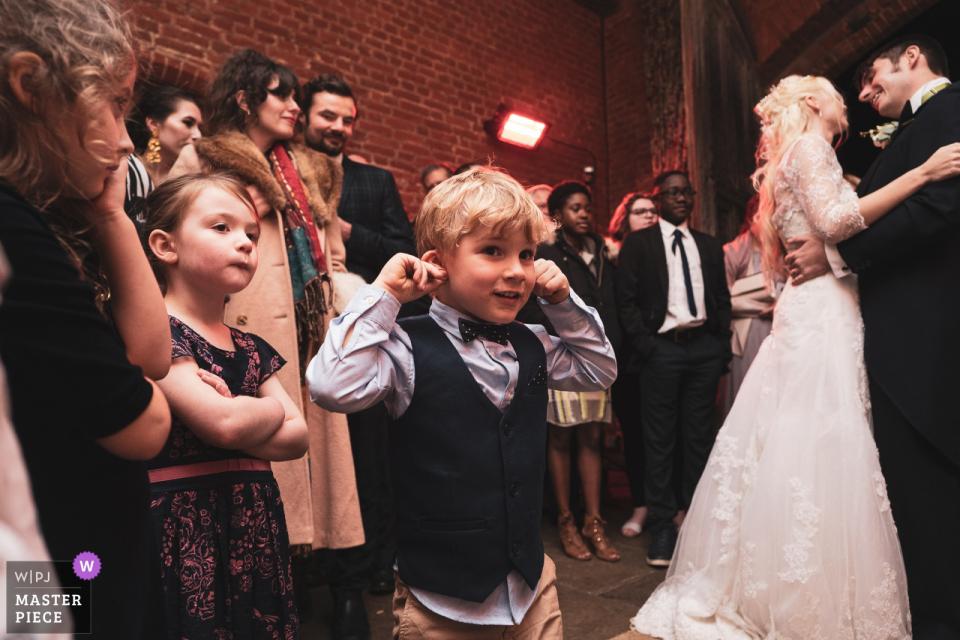 Richard Galloway, aus Surrey, ist ein Hochzeitsfotograf für