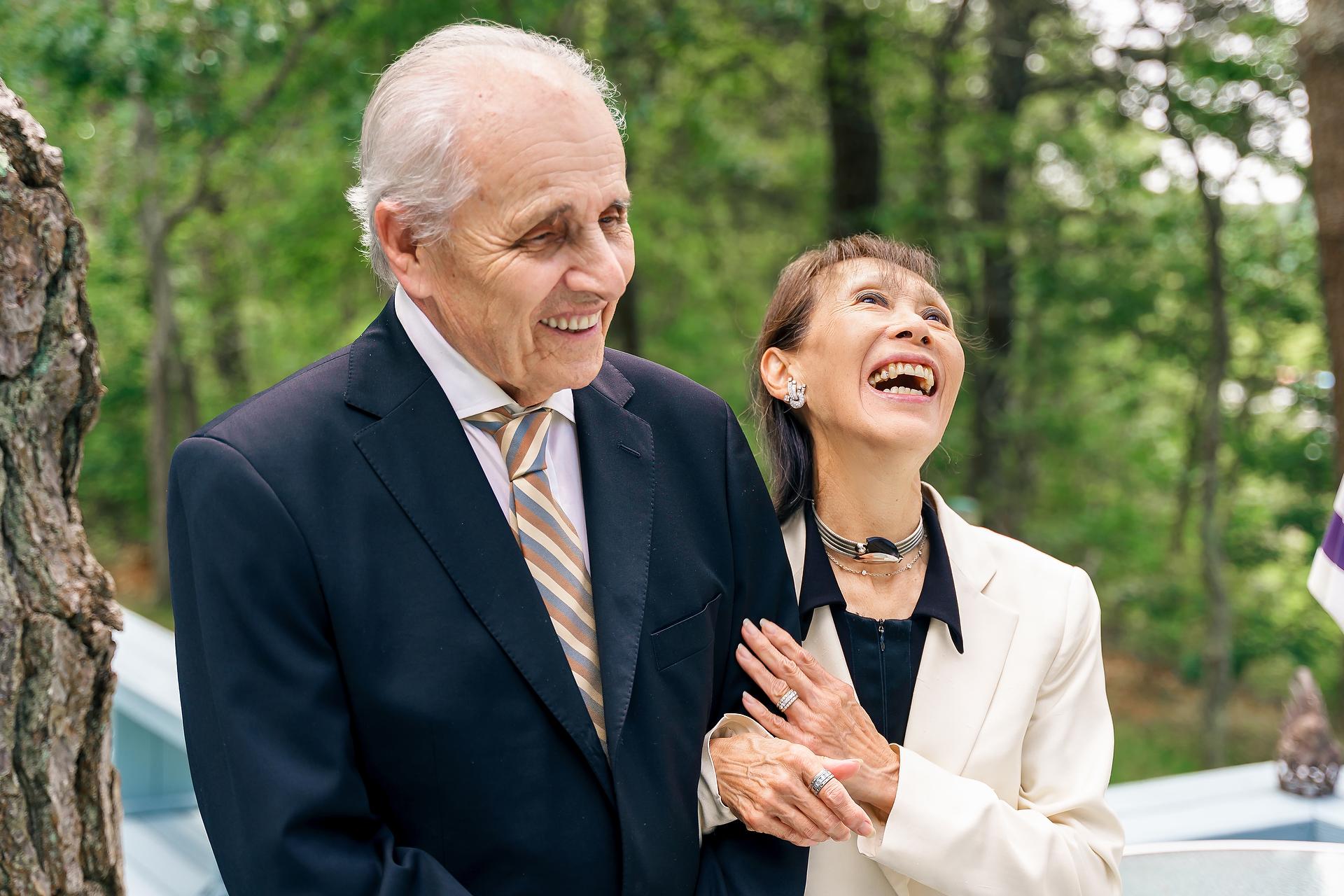 Mashpee, genitori del Massachusetts che ridono