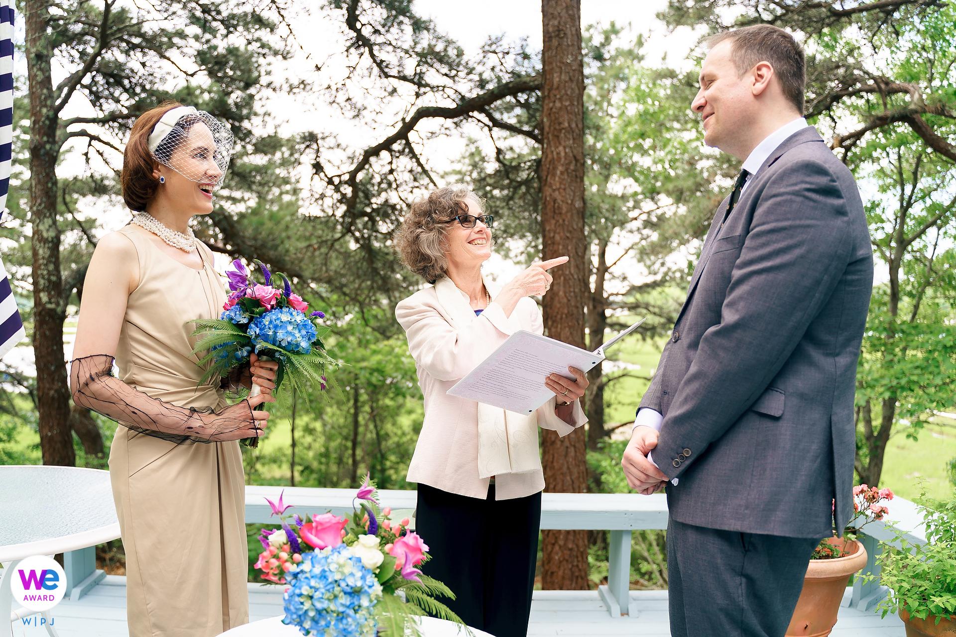 Mashpee, Massachusetts sposi durante lo scambio di voti