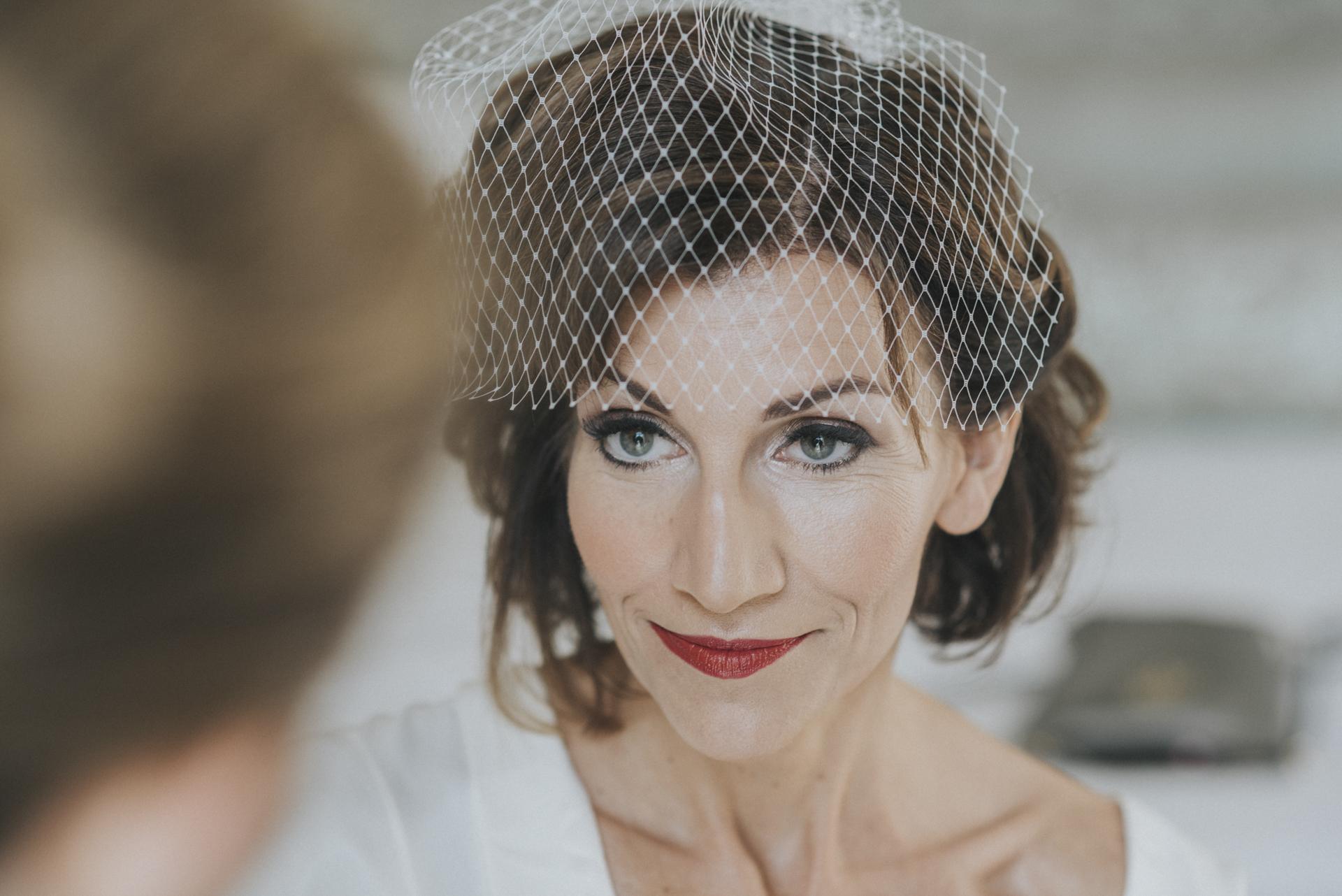 Imagen de la novia antes de casarse. Estaba tan tranquila y feliz de casarse con el hombre de su vida en Sorrento, Costa Amalfitana, Italia.
