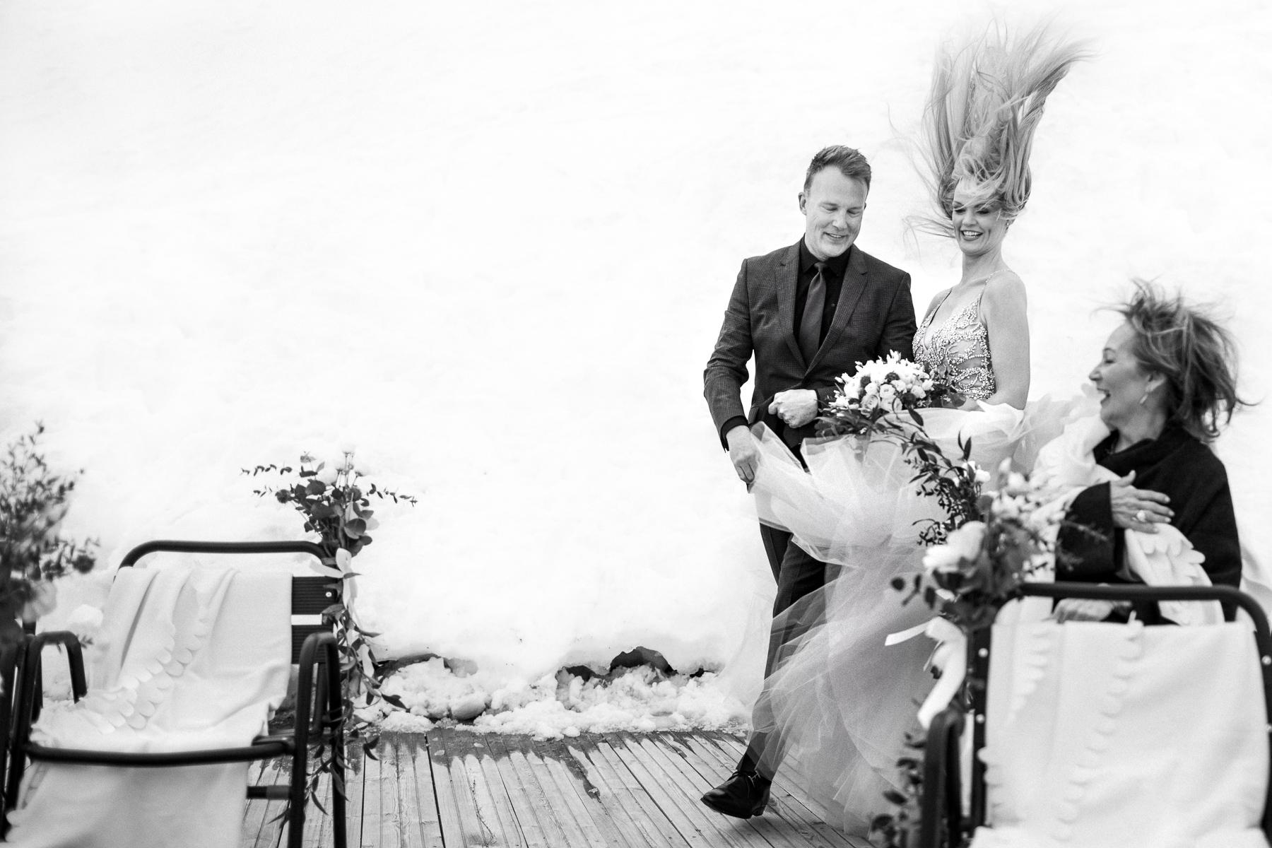 L'entrée de la mariée avec le vent à Chamonix, France