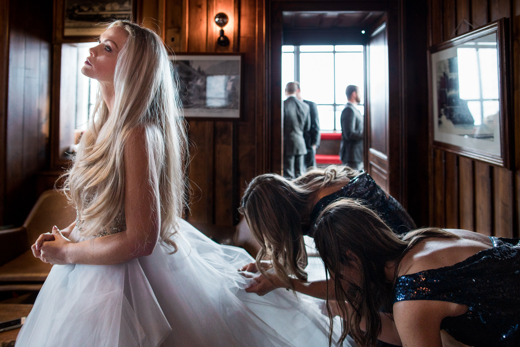 The bride and her bridemaids before elopement in Chamonix-Mont-Blanc, France