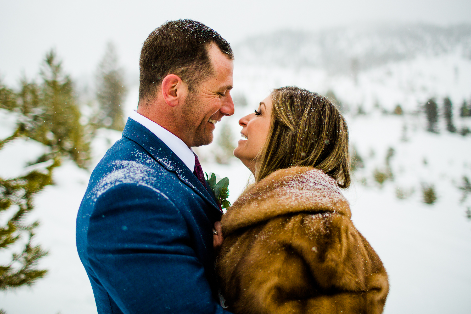 Sapphire Point Overlook Colorado | Portrait of the couple after the elopement ceremony in the winter snow