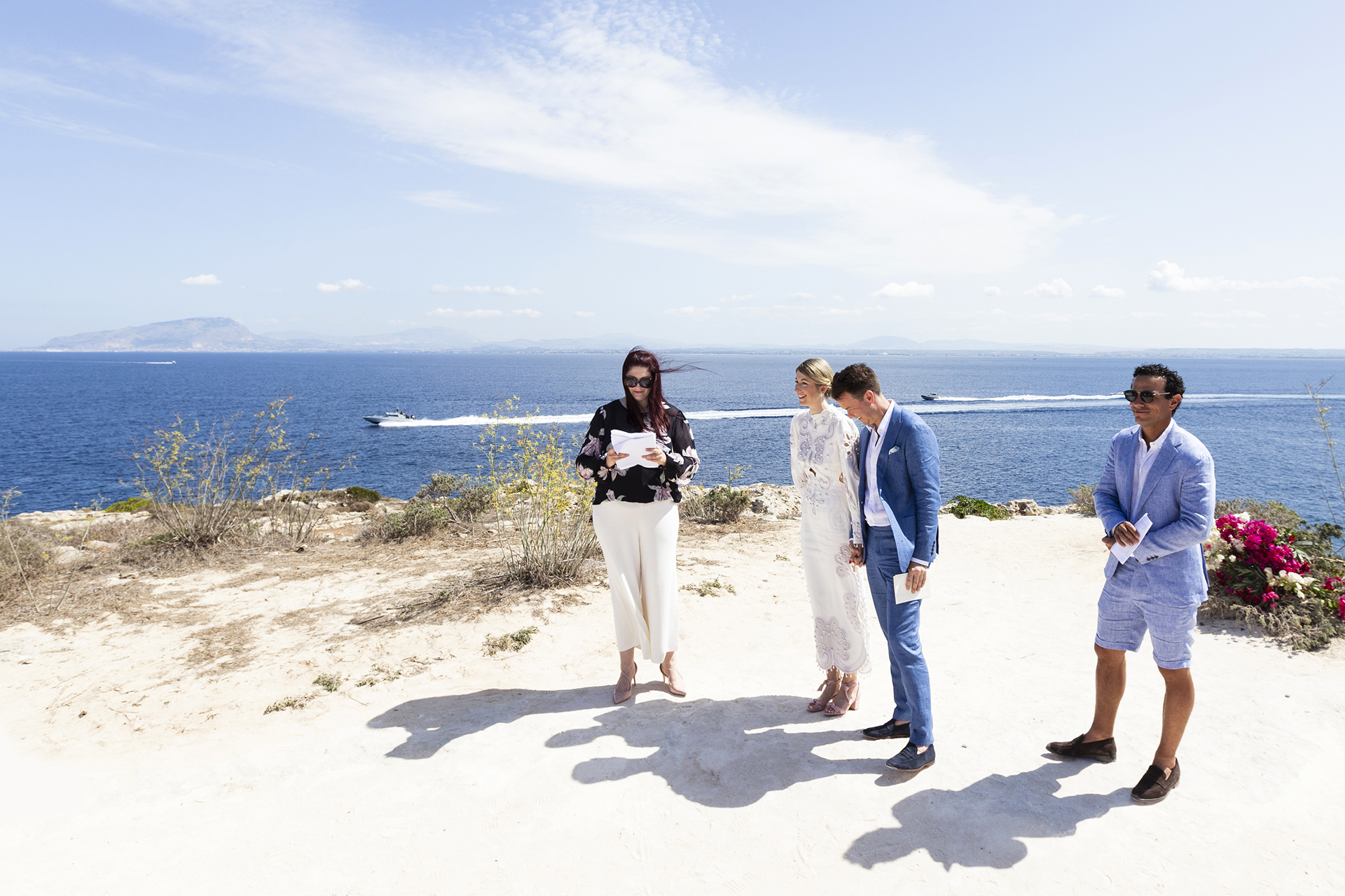 Schaking op Sicilië | Intieme huwelijksceremonie in Italië op de zee van de Egadische eilanden