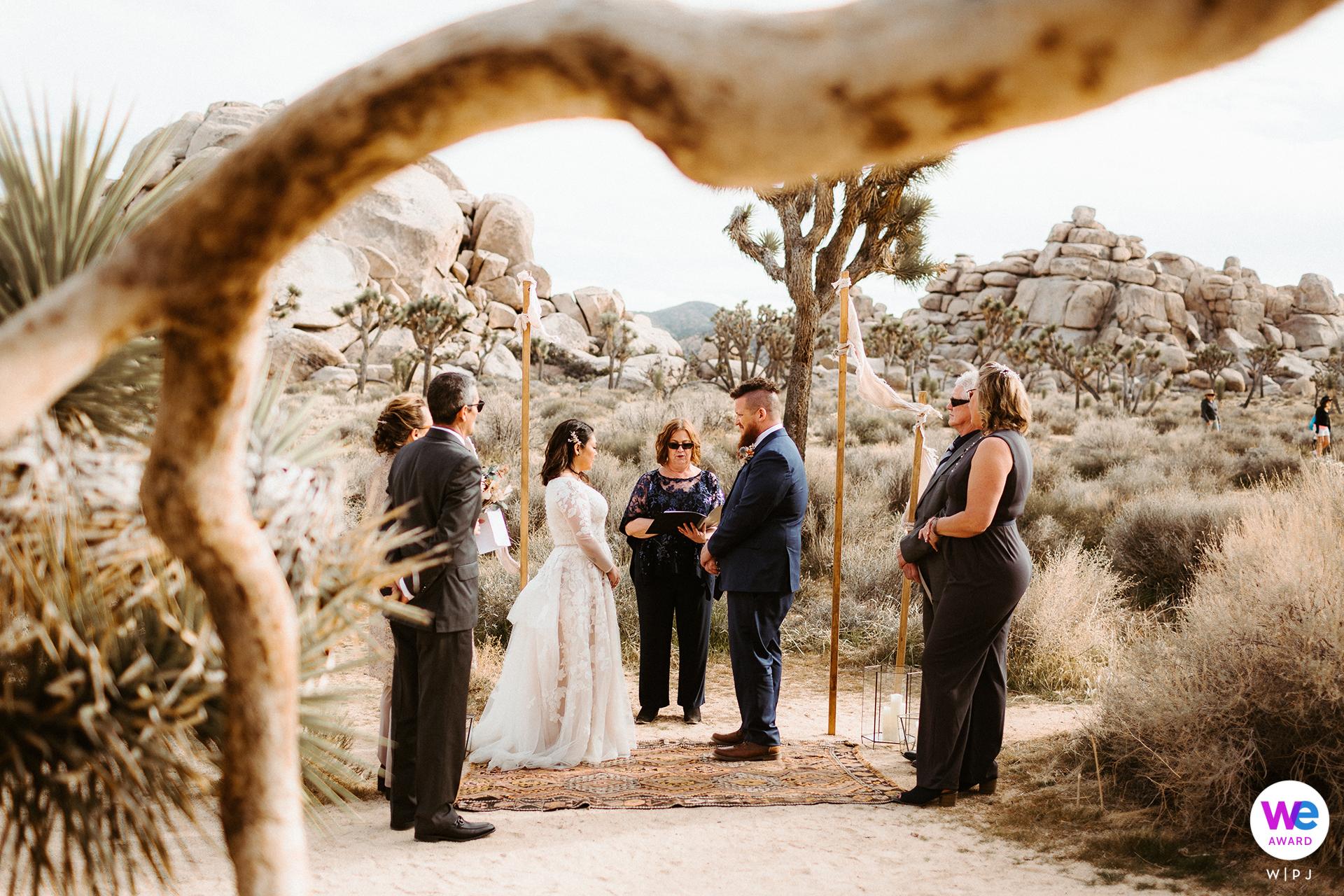 Joshua Tree, image d'élopement de la Californie | Le cadre incroyable pour leur cérémonie intime dans le désert du sud de la Californie.