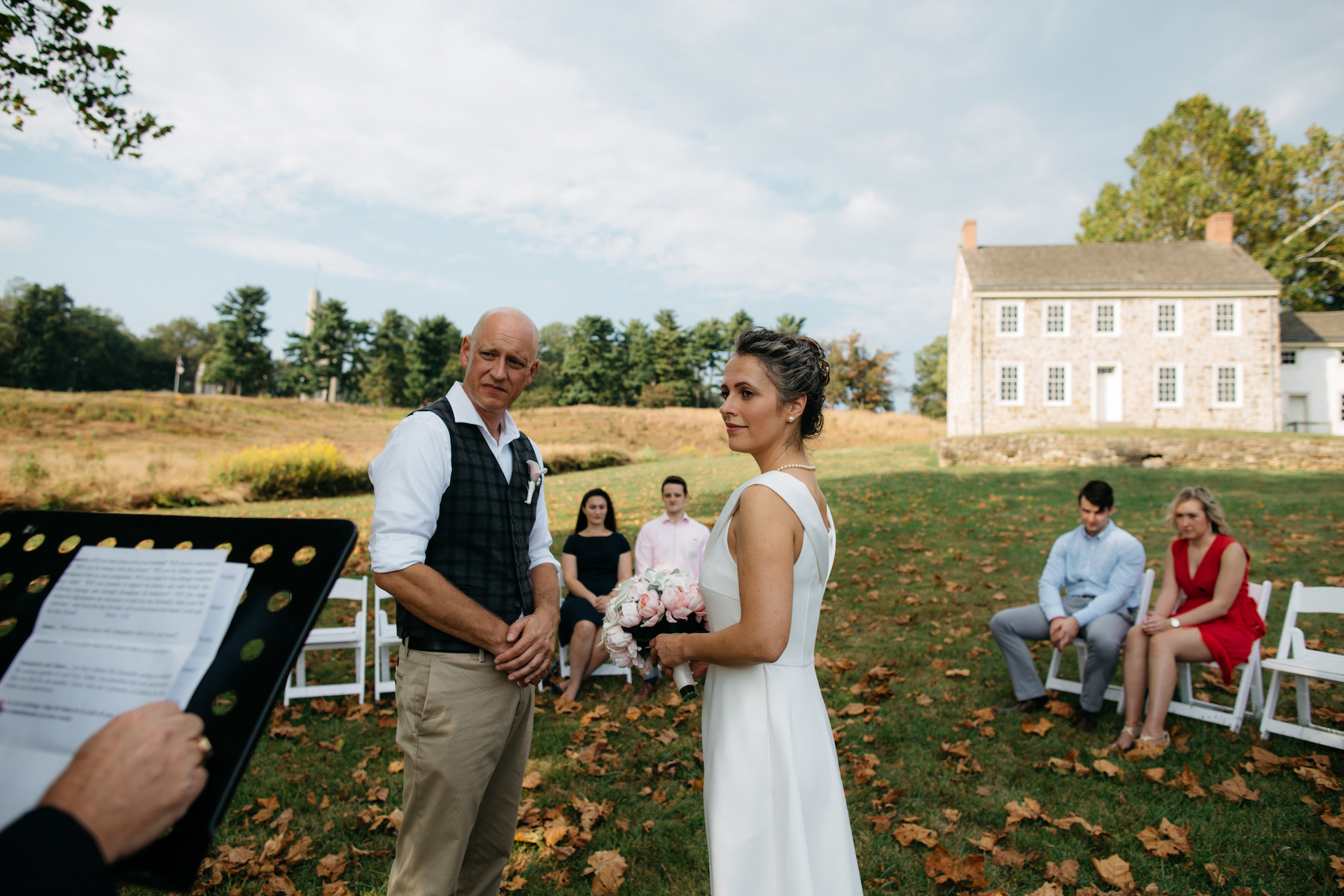 Valley Forge in Pennsylvania Elopement Photography | La location è stata bellissima per la cerimonia all'aperto