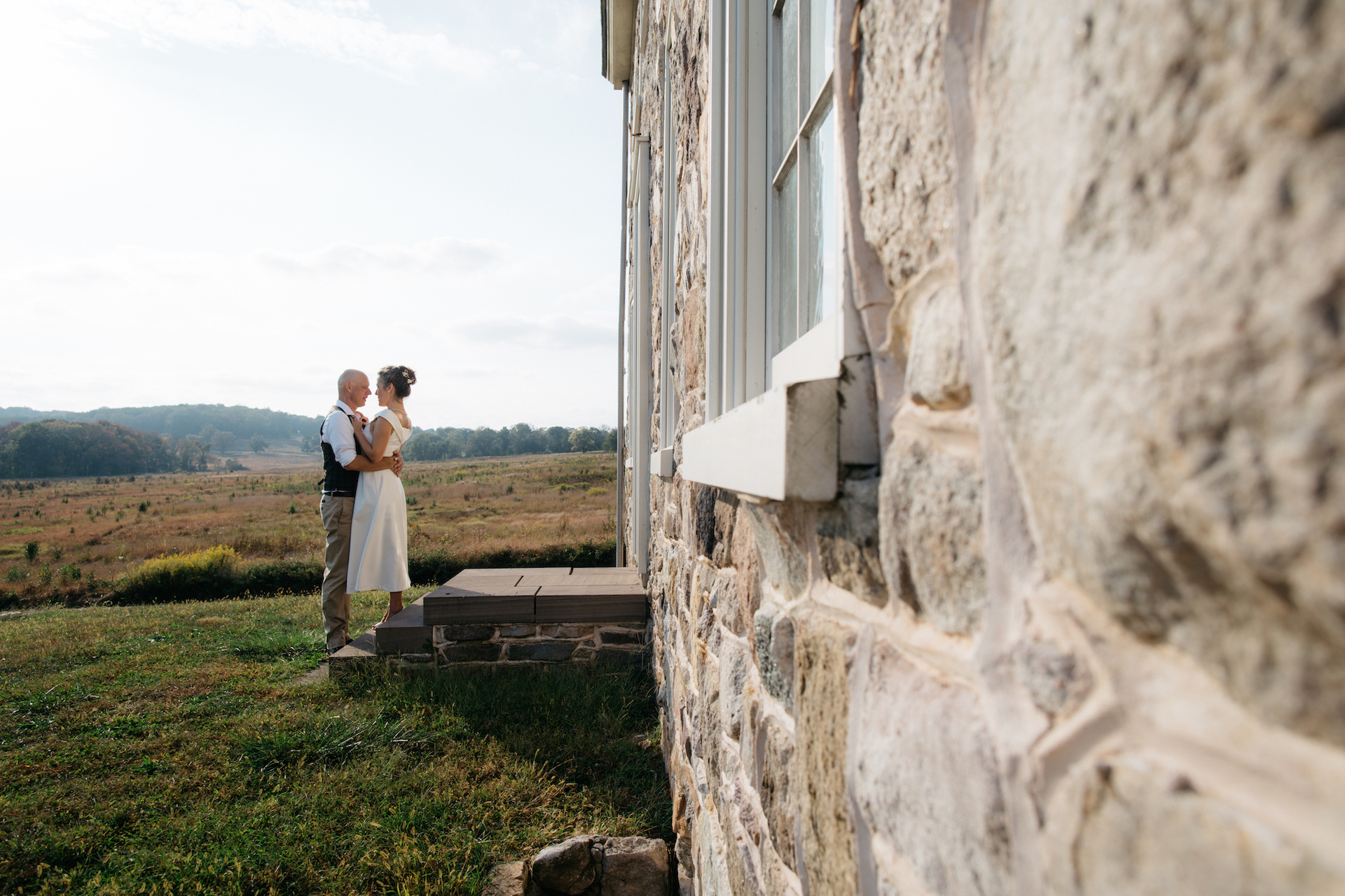 Valley Forge in Pennsylvania | Elopement Portrait - the old house was the perfect place to take some portraits