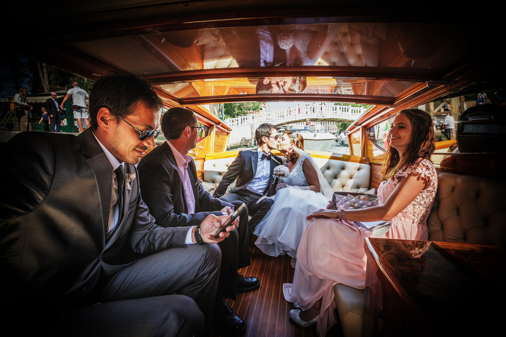 Elopement Picture de Venecia, Italia | Llegando a la ceremonia de la boda en barco.