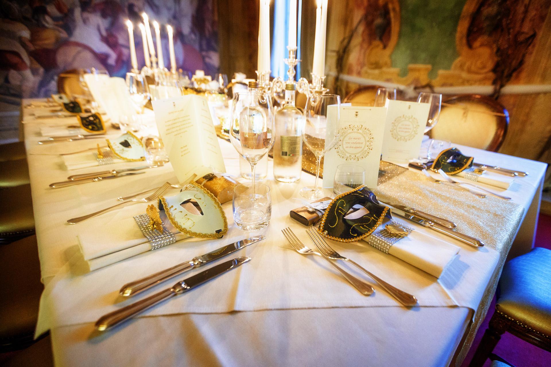 Petite image de détail de réception de mariage de Venise, Italie   Détail de la table de mariage pour le dîner.